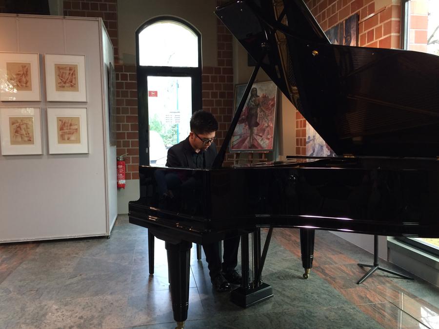 Fan Yu am Flügel, geboren in Taiwan und derzeit Meisterschüler an der Leipziger Musikhochschule